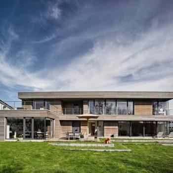 Holzhaus mit intelligentem Innenleben